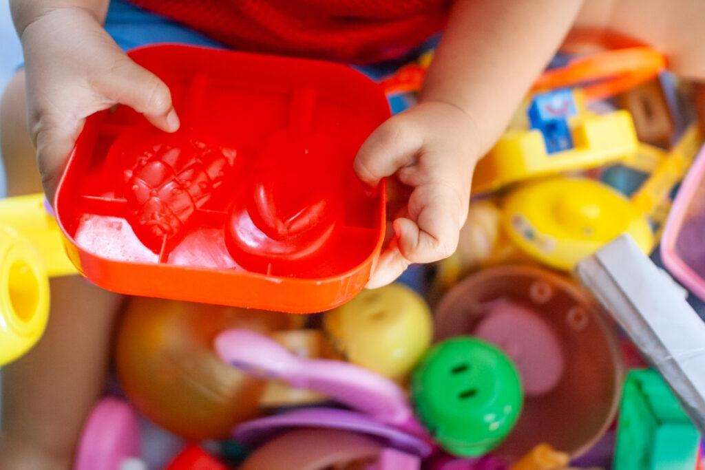 mẹo dọn đồ chơi cho trẻ em 2